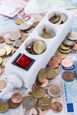 Stromsteckdose und Geld - sparen beim günstigsten Stromanbieter